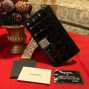 CHANEL  Black Enamel Leather Bifold Long wallet